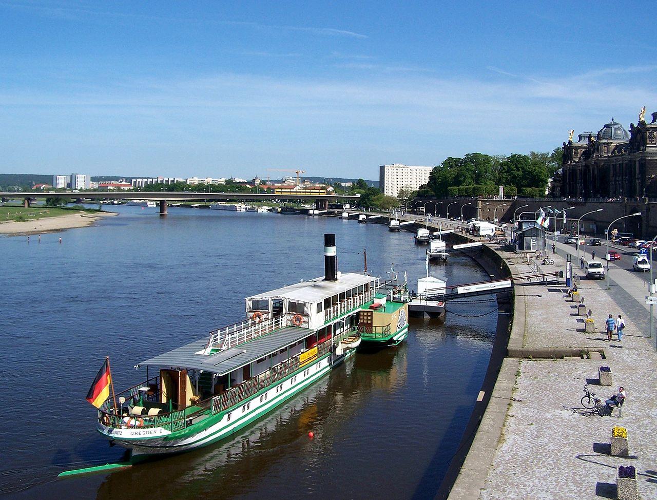 Bild Historischer Raddampfer Dresden