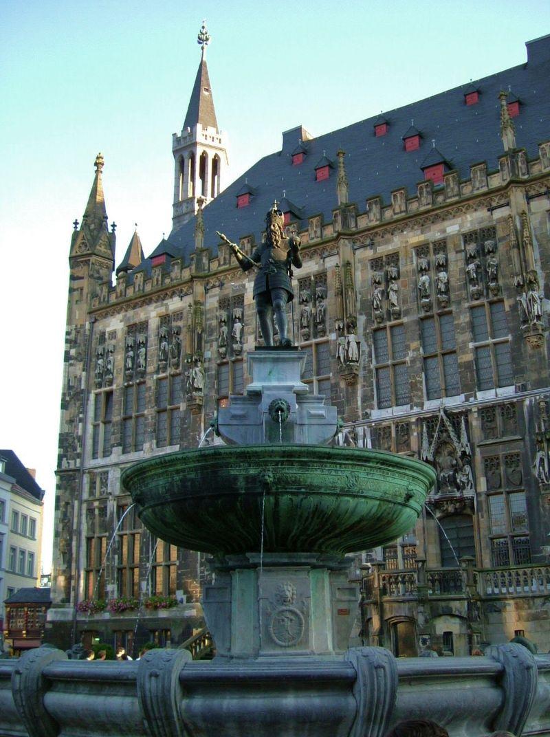 Bild Karlsbrunnen Aachen