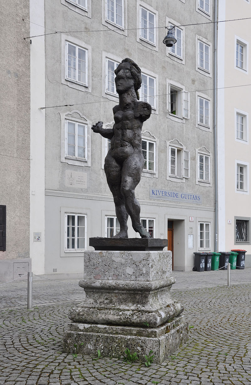Bild Mozartdenkmal auf dem Ursulinenplatz Salzburg