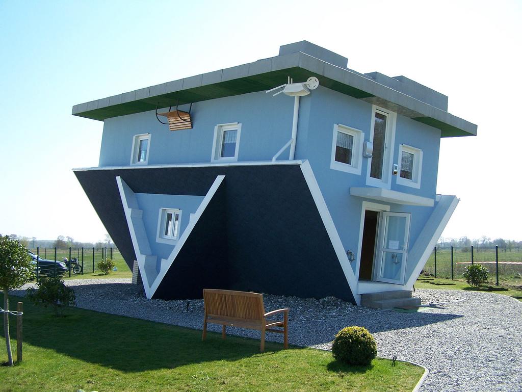 Bild Architekurobjekt Die Welt steht Kopf