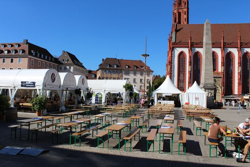 Bild Weinparade am Marktplatz Würzburg