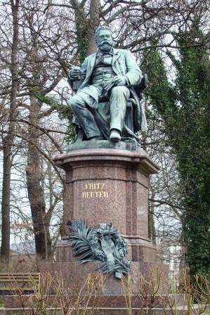 Bild Fritz Reuter Denkmal Neubrandenburg