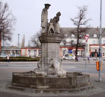 Bild Mudder Schulten Brunnen Neubrandenburg