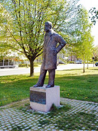 Bild Reuter Denkmal Reutershagen