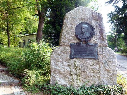 Bild Daimler Denkmal Stuttgart Bad Cannstatt